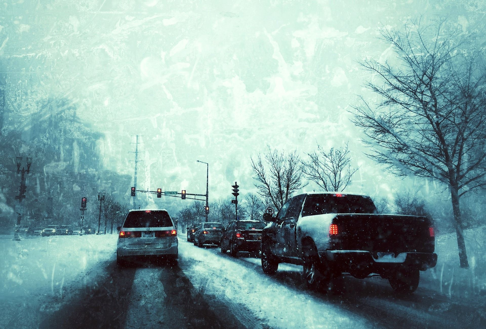 Picture of traffic at a stoplight during snowy conditions